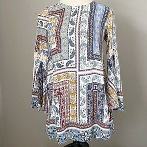 Umgee Paisley Bell Sleeve Tie Neck Tunic Size Med